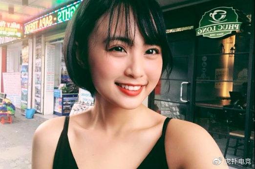 LMHT - MC Minh Nghi lại được báo chí Trung Quốc ca ngợi: 'Cô nàng trông thật gợi cảm và dễ thương với mái tóc ngắn' 8