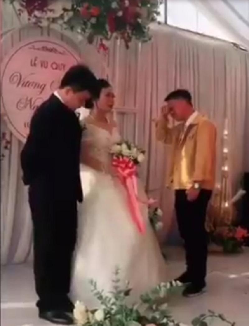 Clip xúc động: Ngày chị gái cưới chồng, em trai vừa trao của hồi môn vừa ôm chị khóc như mưa 0