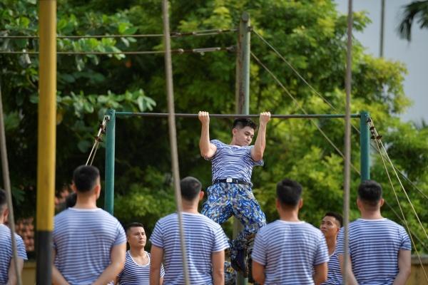 Jun Phạm gây bất ngờ với hình ảnh 'chuẩn soái ca' cơ bắp cuồn cuộn 1