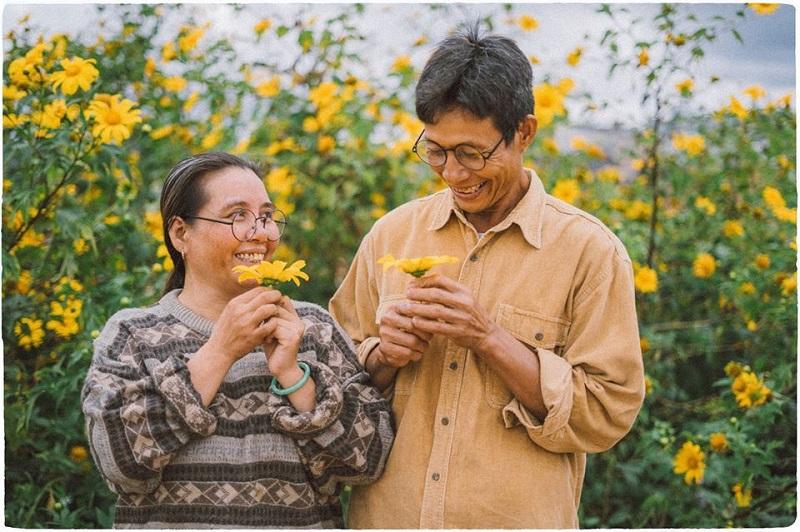 Bộ ảnh tại Đà Lạt của cặp đôi U50 đang khiến CĐM mê mẩn với chất tình ơi là tình.