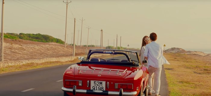 Chiếc xe từng xuất hiện trong MV của cặp đôi cách đây 4 năm.