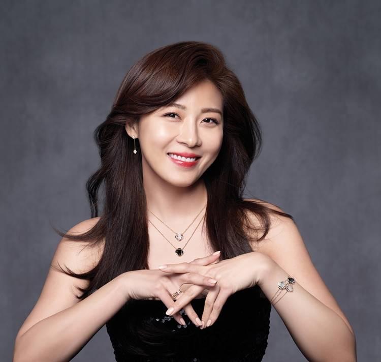 Ha Ji Won sinh năm 1978, là nữ thần hàng đầu làng phim Hàn đã thành công trên cả màn ảnh nhỏ lẫn màn ảnh rộng.