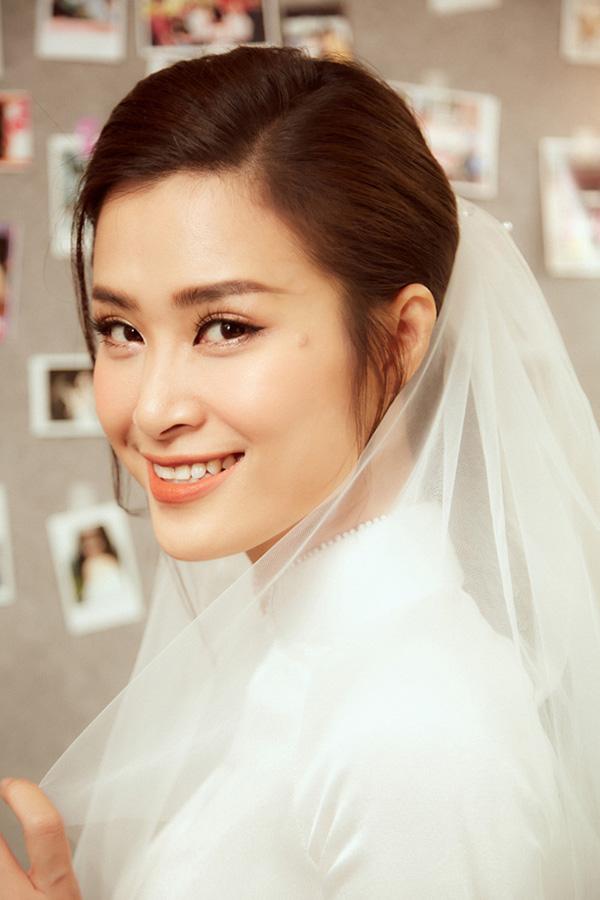 NTK Chung Thanh Phong hé lộ 2 bản sketch váy cưới được dân tình mong chờ nhất của Đông Nhi 2