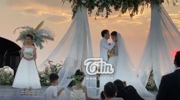 Đám cưới Đông Nhi - Ông Cao Thắng: Hạnh phúc khi thuộc về nhau, cô dâu, chú rể đều khóc 6