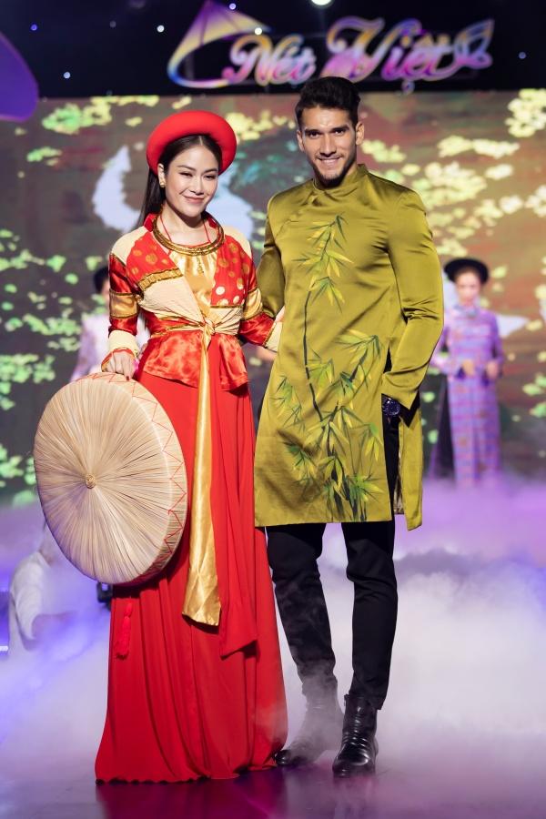 Lê Âu Ngân Anh, Mai Ngô catwalk điêu luyện trong show thời trang - âm nhạc 20