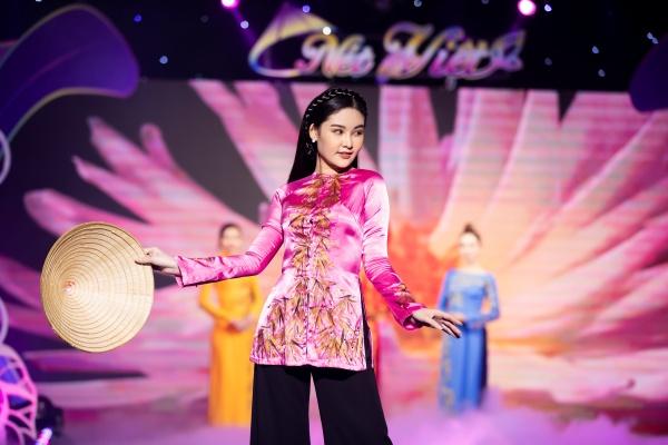 Lê Âu Ngân Anh, Mai Ngô catwalk điêu luyện trong show thời trang - âm nhạc 13