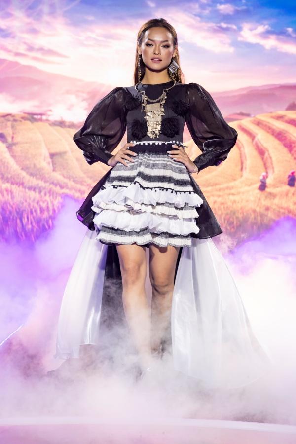 Lê Âu Ngân Anh, Mai Ngô catwalk điêu luyện trong show thời trang - âm nhạc 0