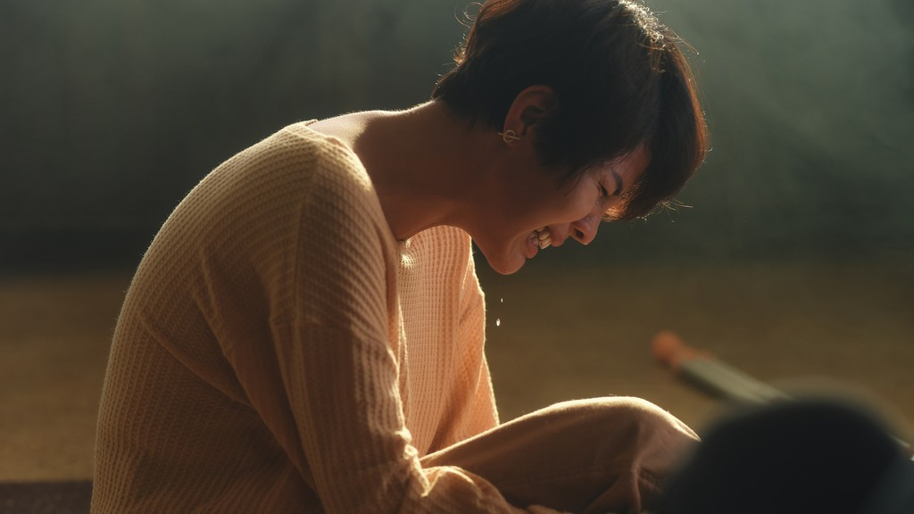 Những tai nạn khó đỡ trong MV 'xem mà tức': Vũ Cát Tường gãy chân, Noo Phước Thịnh chết 'lãng xẹt' 0