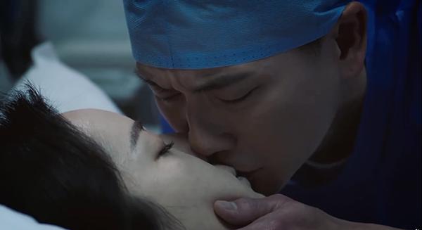 Lục Bắc Thâm trao cho người yêu nụ hôn cuối trong nước mắt