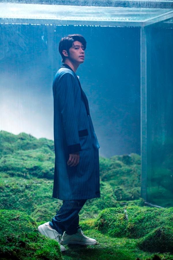 Việc đầu tư nhiều bối cảnh khác nhau trong MV khiến khán giả không khỏi choáng ngợp và ngưỡng mộ sự nghiêm túc trong âm nhạc của Noo Phước Thịnh.