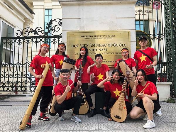Bản hòa tấu 'Việt Nam ơi!' cực xúc động cổ vũ đội tuyển Việt Nam trước trận đối đầu UAE 1