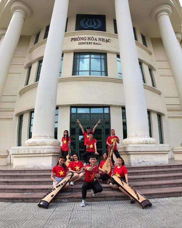 Nhóm S-Time Band bao gồm 12 thành viên, mỗi bạn đều có sở trường ở các loại nhạc cụ khác nhau