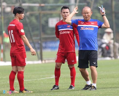HLV Park Hang Seo luôn chỉ ra được cho các cầu thủ của mình phải làm gì trước các đối thủ, trong những bối cảnh khó khăn và truyền được cảm hứng cho họ trong từng trận đấu ở những thời khắc quan trọng nhất. Ảnh Zing