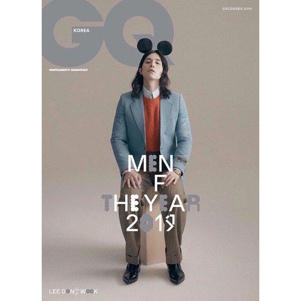 Mới đâu 'ông chú đẹp trai' được mời làm người mẫu trên bìa tạp chí đàn ông GQ Korea số mới nhất cũng với kiểu tóc xoăn nhẹ, dài hơi hướng unisex