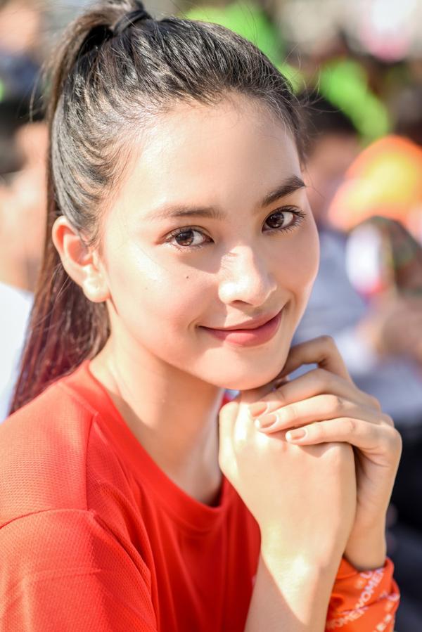 Tiểu Vy 'bung xoã' hết cỡ, nhảy flashmob cùng hàng ngàn sinh viên Đà Nẵng 3