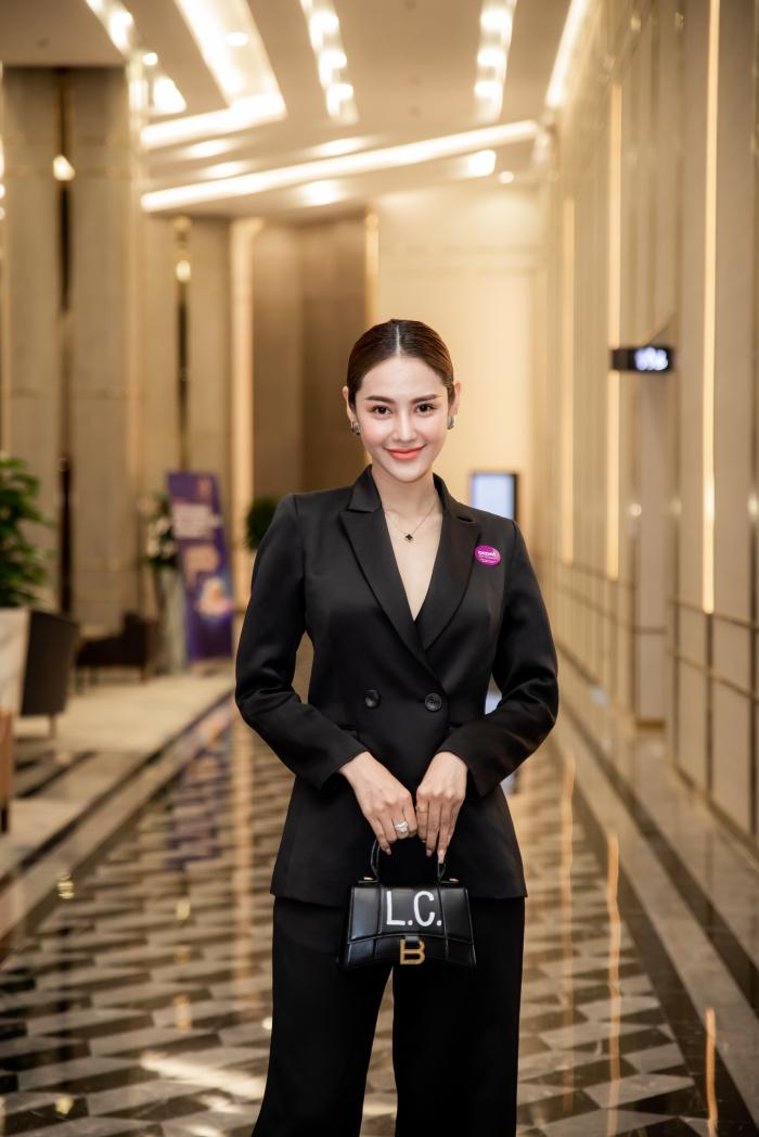 Linh Chi cá tính với suit đen khác hẳn vẻ quyến rũ thường thấy khi ở cạnh Lâm Vinh Hải 0