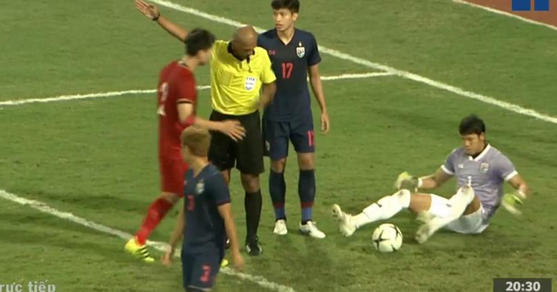 Thầy Park thẳng thắn lên tiếng về pha thổi còi của trọng tài: 'Có vẻ như trọng tài đã không xử lý đúng ở pha bóng này' 0