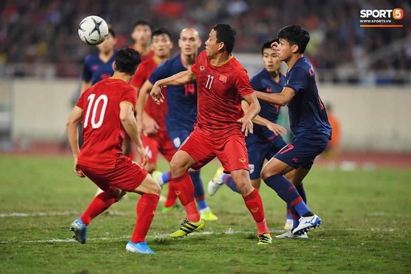 Thế nhưng, trong 40 giây cuối cùng thi đấu trên sân cỏ, Anh Đức vẫn khiến đội bạn phải'giật mình'