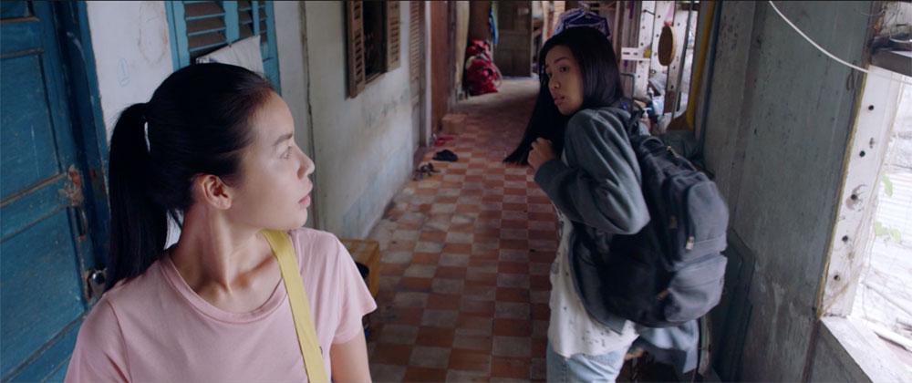 Uyên Linh nổi da gà khi hát nhạc phim 'Hoa hậu giang hồ' 1
