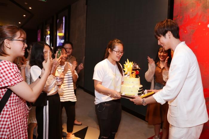 Tuấn Trần xúc động chia sẻ về lần đầu đóng phim cùng diễn viên Mai Phương 4
