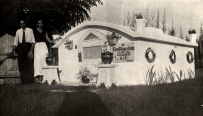 Ngôi mộ nơi Elena yên nghỉ.