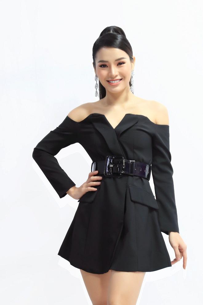 Diễn viên ca sĩ Phương Trinh Jolie không ngần ngại thừa nhận mình đẹp nhờ phẫu thuật thẩm mỹ.