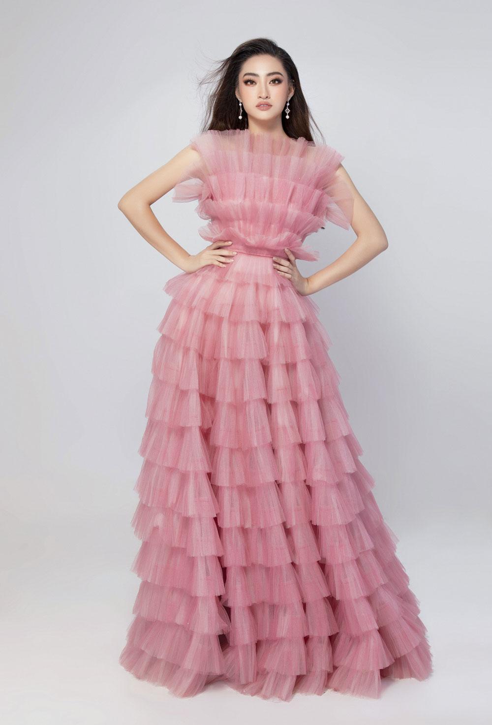 Diện đầm hồng chuẩn gu Miss World, Lương Thùy Linh cất lời ca 'A million dreams' đầy ý nghĩa 2