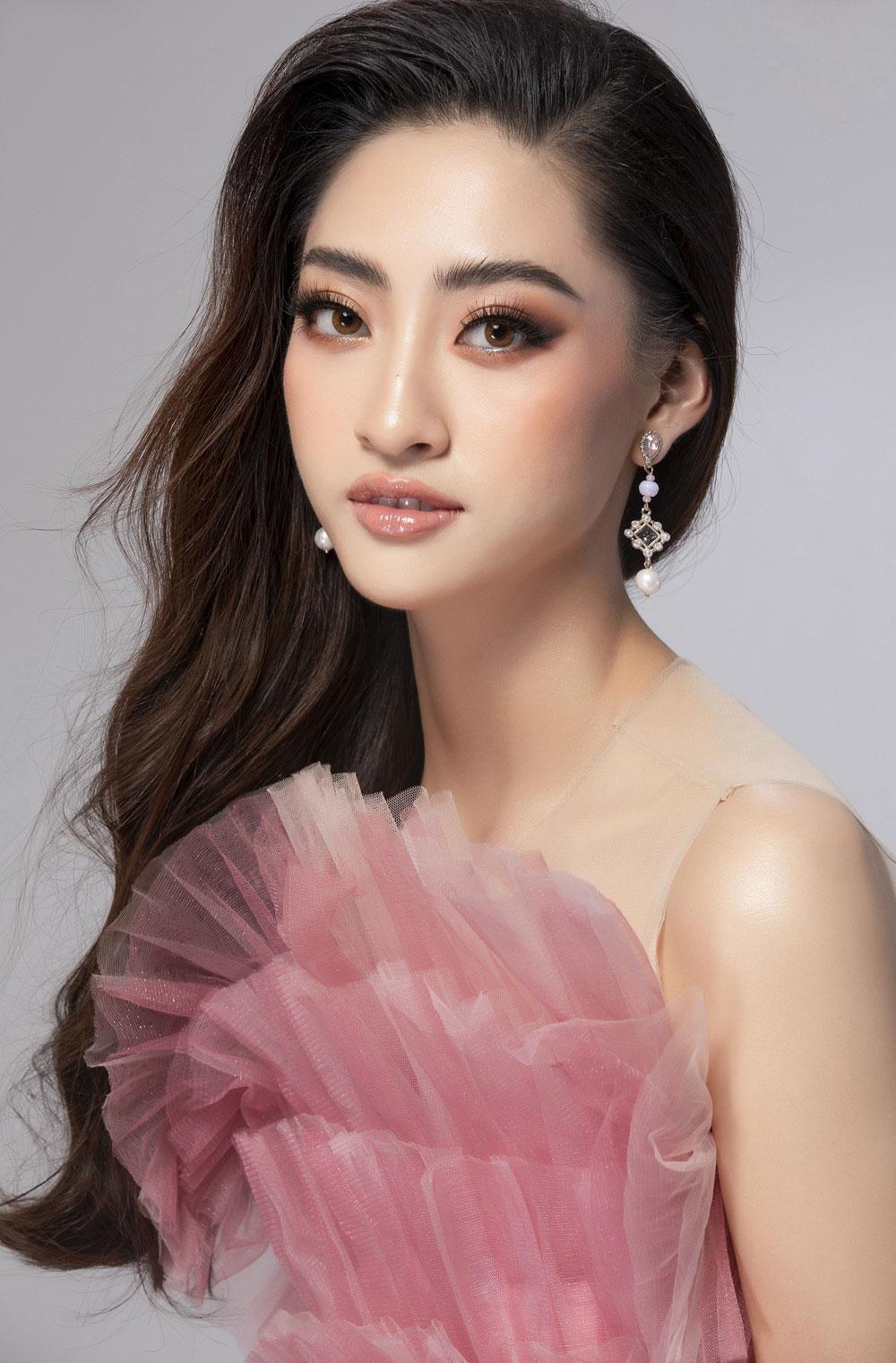 Diện đầm hồng chuẩn gu Miss World, Lương Thùy Linh cất lời ca 'A million dreams' đầy ý nghĩa 4