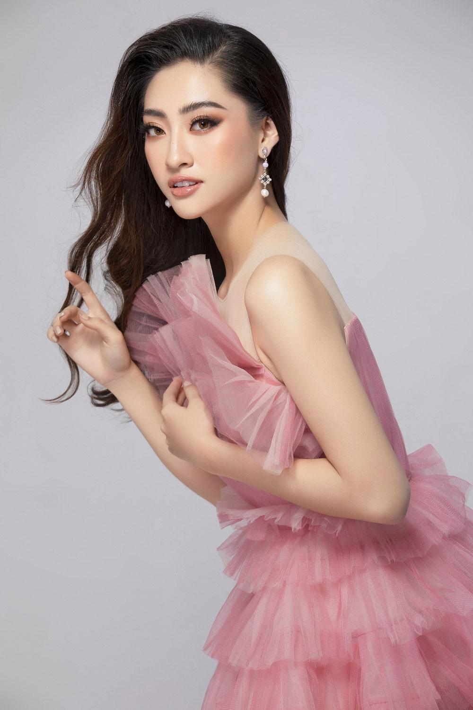 Diện đầm hồng chuẩn gu Miss World, Lương Thùy Linh cất lời ca 'A million dreams' đầy ý nghĩa 5