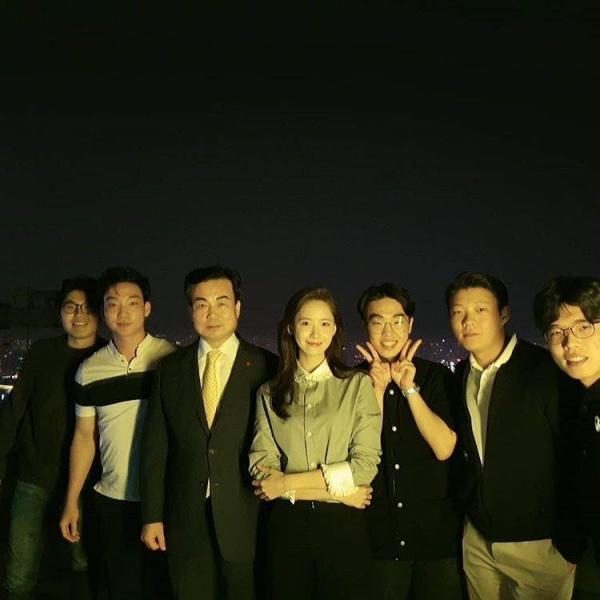 Khoảnh khắc 'độc' của Yoona được ghi lại tại Hà Nội khiến các fan thích thú vô cùng.