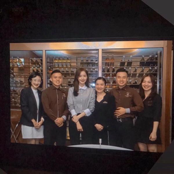 Một hình ảnh khác khi Yoona dùng bữa tại khách sạn ở Hà Nội.