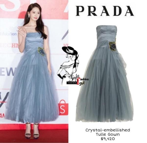 Được biết, mẫu váy này có giá $9,420 (~ 218,5 triệu đồng).
