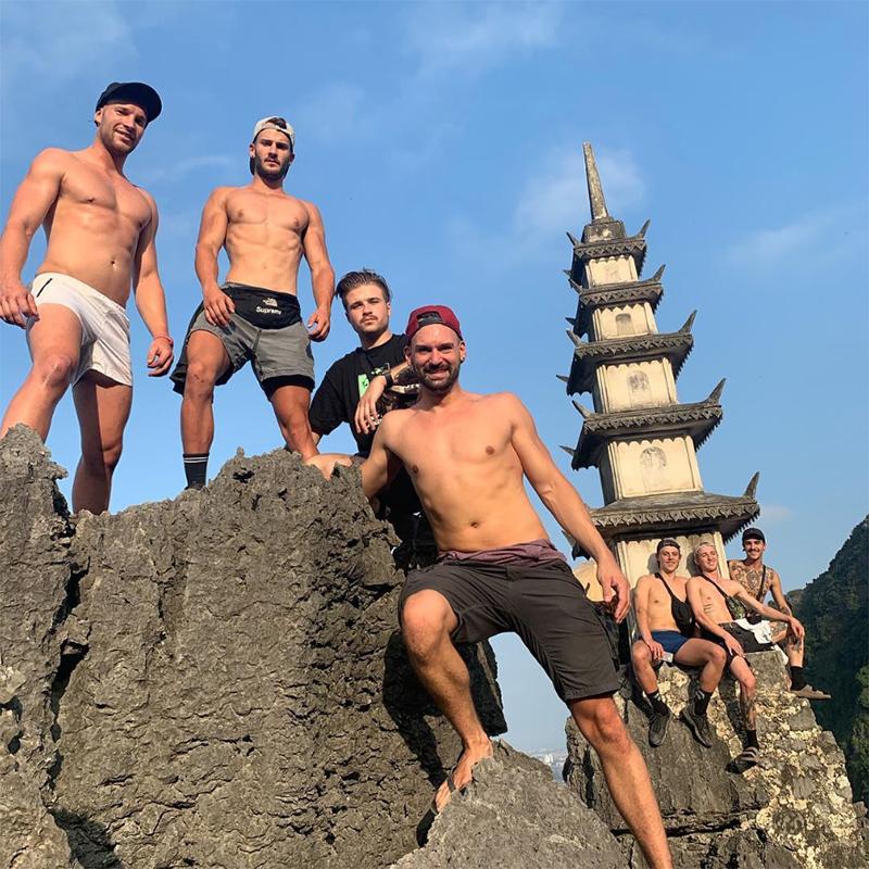 Những chàng trai từ châu Á cho tới châu Âu liên tiếp khiến chị em ngất ngây với những màn khoe body đáng mơ ước tại địa điểm đang rất được giới trẻ yêu thích này.