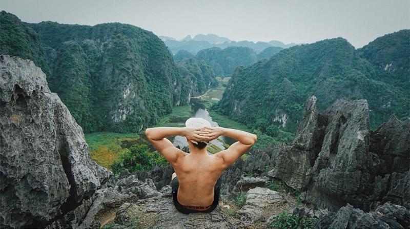 'Nàng thơ của Tam Cốc' nằm dưới chân núi Múa trong quần thể khu du lịch sinh thái thuộc địa phận thôn Khê Đầu Hạ, xã Ninh Xuân, Hoa Lư, Ninh Bình.