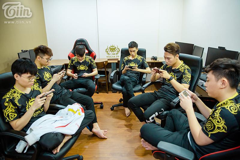Các chàng trai say sưa luyện tập để chuẩn bị cho SEA Games 30