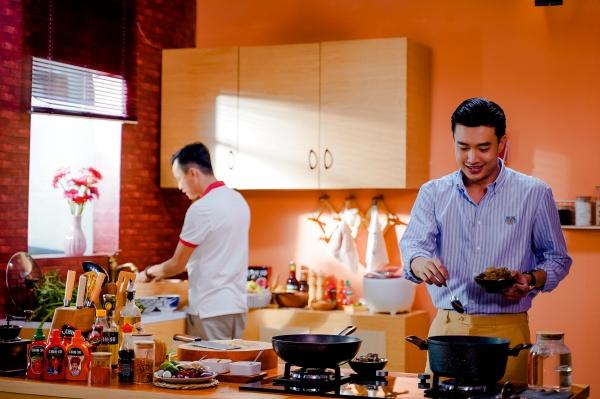 Tập 3 'Vào bếp đi con': Quốc Trường trổ tài nấu lẩu mắm miền Tây 1