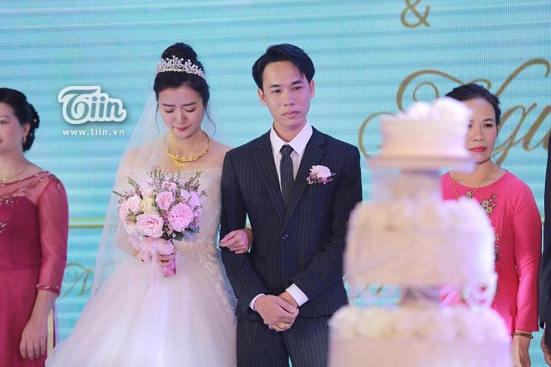 'Ông giáo' và cô dâu xúc động