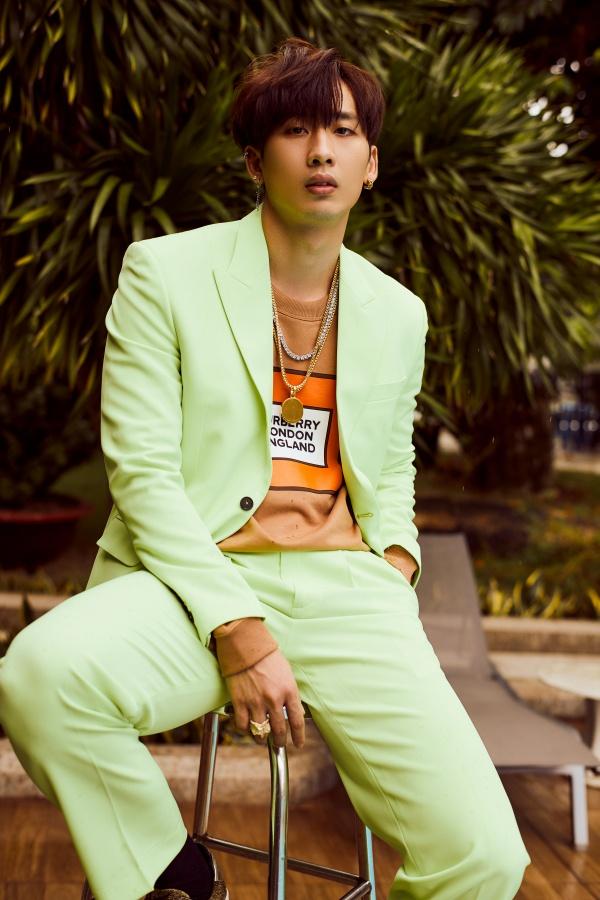 Bận rộn với web drama, Tuấn Trần không quên 'thả thính' fan với bộ ảnh đậm chất lãng tử 0