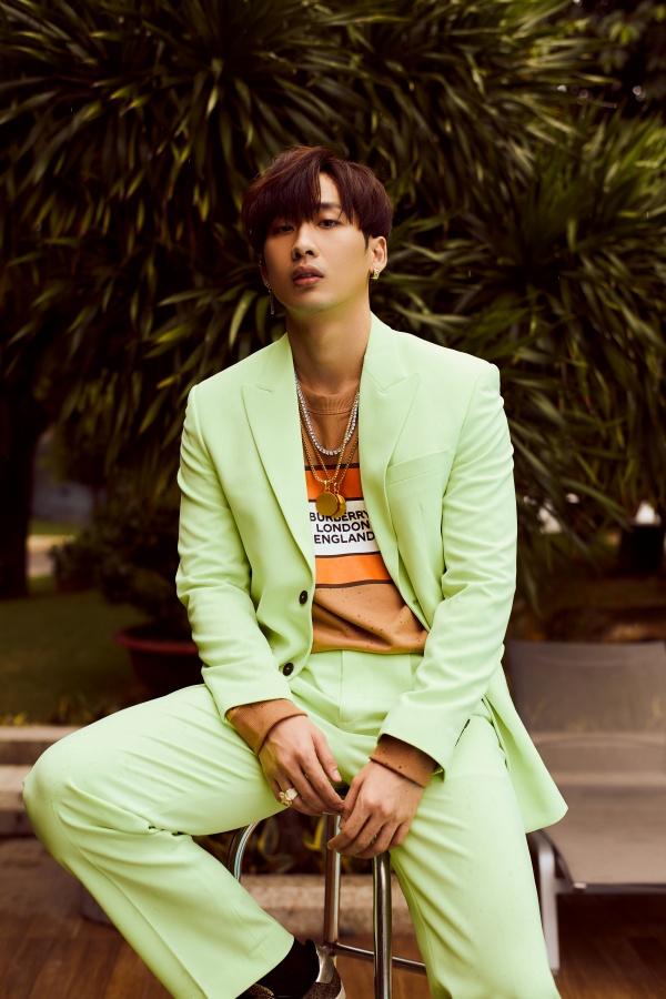 Bận rộn với web drama, Tuấn Trần không quên 'thả thính' fan với bộ ảnh đậm chất lãng tử 1