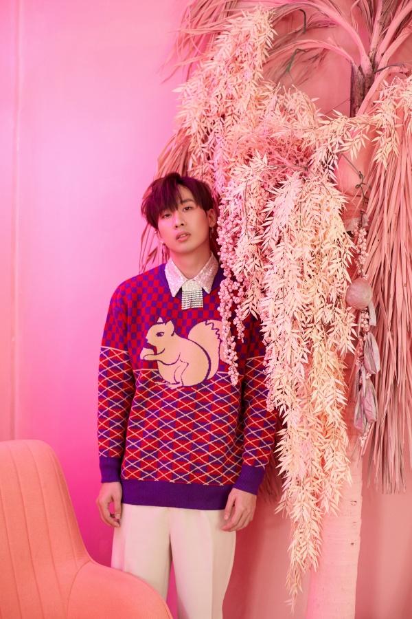 Bận rộn với web drama, Tuấn Trần không quên 'thả thính' fan với bộ ảnh đậm chất lãng tử 2