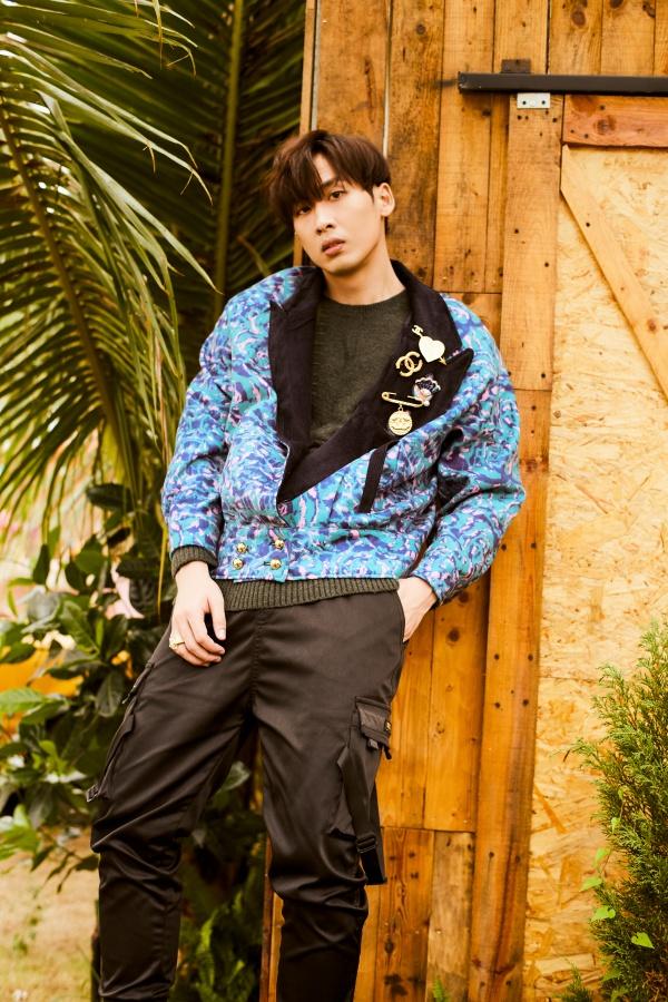 Bận rộn với web drama, Tuấn Trần không quên 'thả thính' fan với bộ ảnh đậm chất lãng tử 4