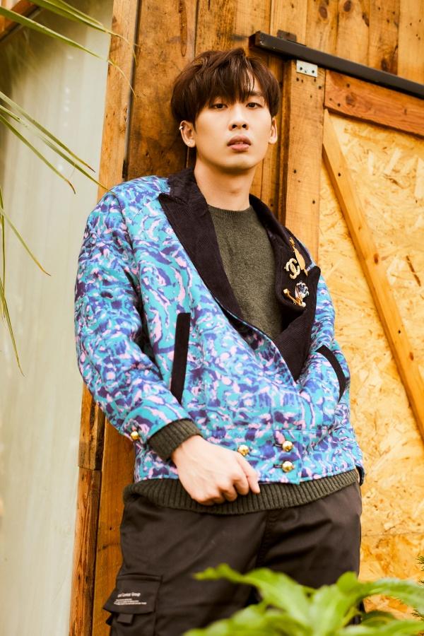 Bận rộn với web drama, Tuấn Trần không quên 'thả thính' fan với bộ ảnh đậm chất lãng tử 5