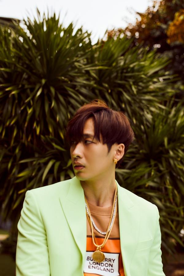Bận rộn với web drama, Tuấn Trần không quên 'thả thính' fan với bộ ảnh đậm chất lãng tử 6