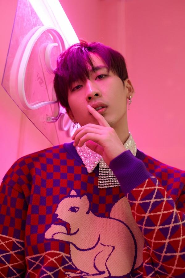 Bận rộn với web drama, Tuấn Trần không quên 'thả thính' fan với bộ ảnh đậm chất lãng tử 7