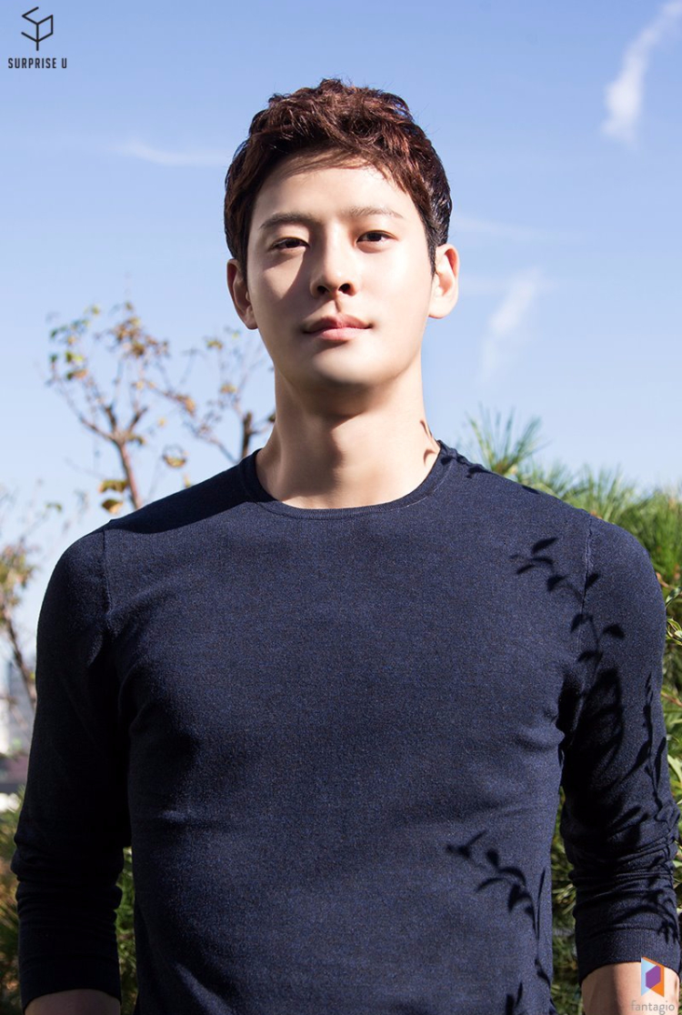 Nam diễn viên Cha In Ha