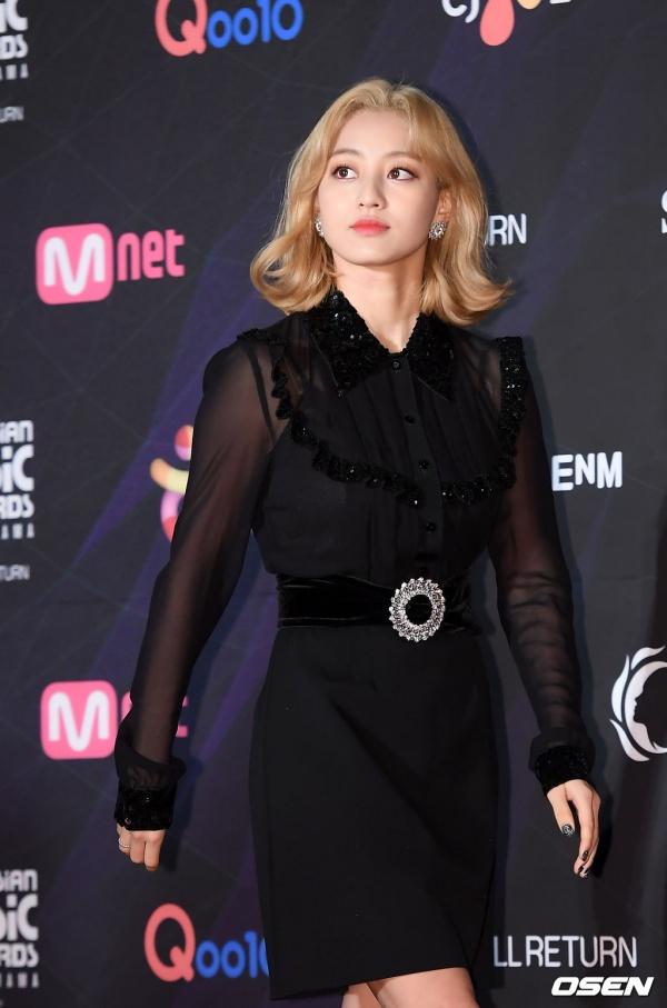 Thảm đỏ MAMA 2019:  BTS mặc đồ 'chẳng ai giống ai', Jihyo (TWICE) né tránh ống kính sau tin đồn chia tay 10