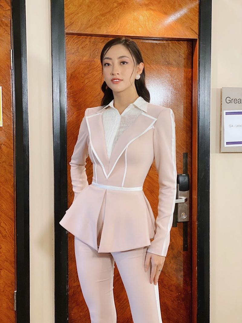 Không hổ danh IELTS 7.5, Lương Thuỳ Linh khiến đương kim Miss World phải thốt lên: 'Perfect Việt Nam!' 1