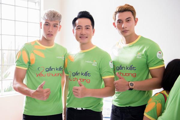 Quán quân Mister Việt Nam cùng dàn nghệ sĩ ân cần chăm sóc người bại liệt 0