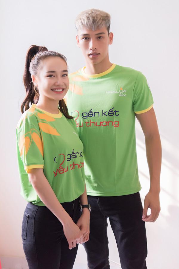 Quán quân Mister Việt Nam cùng dàn nghệ sĩ ân cần chăm sóc người bại liệt 1