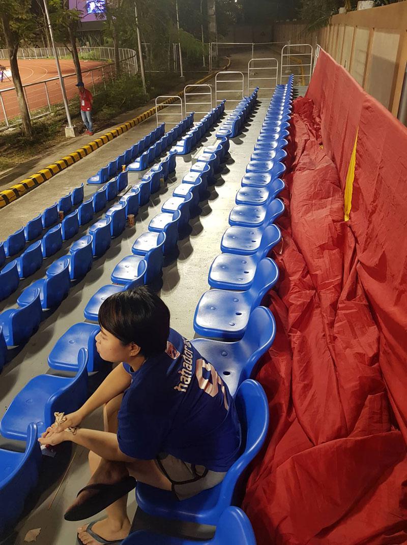 Chuyện chưa kể tại SEA Games 2019: CĐV Việt Nam buộc phải trả tiền mới được giăng quốc kỳ trên khán đài cổ vũ đội nhà 1